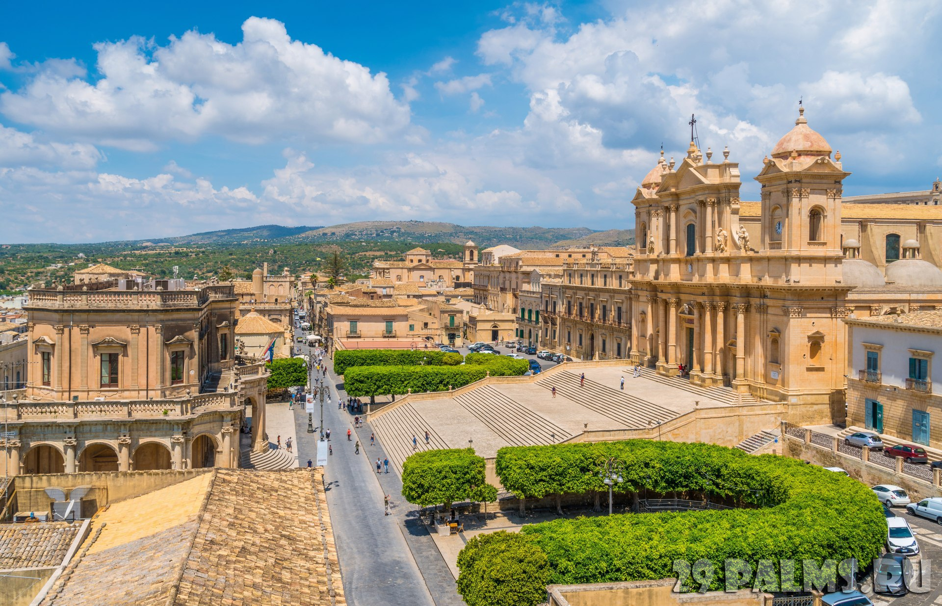 Италия. Сицилия. Ното. Panoramic view in Noto, with the Cathedral and the Palazzo Ducezio. Province of Siracusa, Sicily, Italy. Фото e55evu - Depositphotos