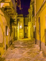 Италия. Сицилия. Ното. Night view of a narrow street in Noto, Sicily, Italy. Фото Dudlajzov - Depositphotos