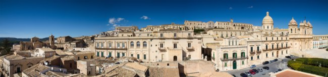 Италия. Сицилия. Ното. Panorama of the baroque city of Noto. Фото Circumnavi - Depositphotos