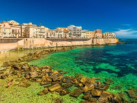 Италия. Сицилия. Сиракузы. Cityscape of Ortygia. City beach in the historical center of Syracuse, famous place on Sicily, Italy. Фото RS.photography-Deposit