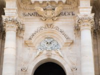Италия. Сицилия. Сиракузы. Architecture detail of the Cathedral in Syracuse Ortigia, Sicily, Italy. Фото elisalocci - Depositphotos