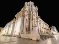 Италия. Сицилия. Сиракузы. The cathedral square of Syracuse Sicily in the Christmas night. Фото micheleponzio - Depositphotos