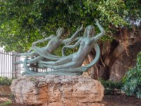 Beautiful bronze statue of Arethusa and Alpheus on the island of Ortygia in Syracuse, Sicily. Arethusa and Alpheus are characters . Фото Alesinya-Deposit