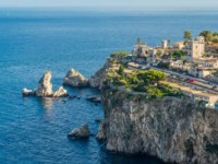 Италия. Сицилия. Таормина. Scenic view of Taormina coastline, province of Messina, Sicily, southern Italy. Фото e55evu - Depositphotos