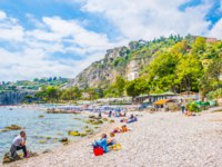Италия. Сицилия. Таормина. People are enjoying summer on a beach near Isola Bella in Taormina, Sicily, Italню Фото Dudlajzov - Depositphotos