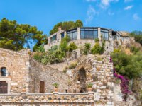 Италия. Сицилия. Таормина. Castelmola, an ancient medieval village situated above Taormina, on the top of the mountain Mola. Sicily. Фото e55evu-Deposit