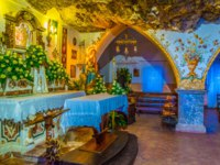 Италия. Сицилия. Таормина. Interior of the Santuario Madonna della Rocc. Фото Dudlajzov - Depositphotos