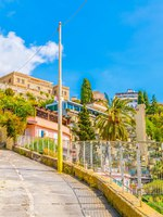 Италия. Сицилия. Таормина. View of a promenade on the edge of Taormina town in Sicily. Фото Dudlajzov - Depositphotos