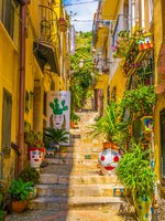 Италия. Сицилия. Таормина. View of a narrow street in Taormina, Sicily, Italy. Фото Dudlajzov - Depositphotos