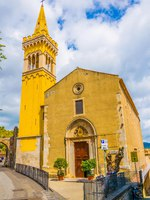 Италия. Сицилия. Таормина. View of a church in Taormina, Sicily, Italy. Фото Dudlajzov - Depositphotos