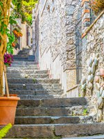 Италия. Сицилия. Таормина. View of a steep path connecting Isola Bella and Taormina, Sicily, Italy. Фото Dudlajzov - Depositphotos