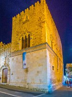 Италия. Сицилия. Таормина. Night view of the Palazzo Corvaja in Taormina, Sicily, Italy. Фото Dudlajzov - Depositphotos