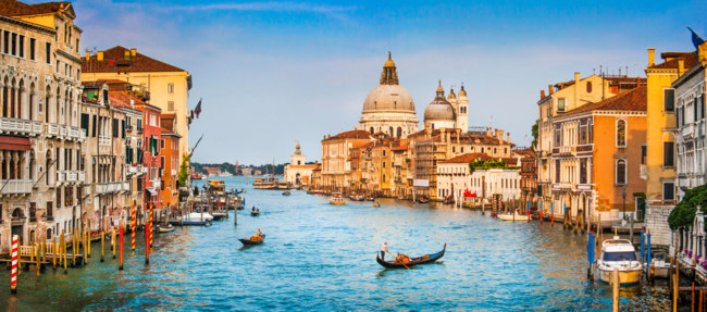 Италия. Венеция. Гранд Канал. Panoramic view of famous Canal Grande and Basilica di Santa Maria della Salute  in Venice, Italy. Фото pandionhiatus3 - Depositphotos