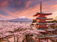 Япония. Гора Фудзияма. Fujiyoshida, Japan at Chureito Pagoda and Mt. Fuji in the spring with cherry blossoms. Фото sepavone - Depositphotos