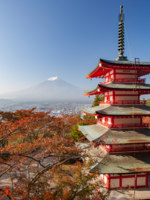Япония. Гора Фудзияма. Chureito pagoda and Mountain Fuji with autumn leaves in the morning. Фото Torsakarin - Depositphotos