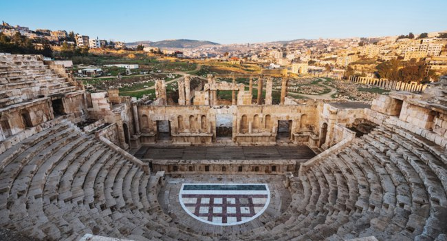 Клуб путешествий Павла Аксенова. Иордания. Панорама Джераша. Ancient theater architecture Jerash in Amman, Jordan. Фото SasinP. - Depositphotos