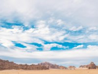 Клуб путешествий Павла Аксенова. Иордания. Пустыня Вади Рам. Beautiful blue sky in Jordanian desert in Wadi Rum. Panoramic view. Фото avk78 - Depositphotos