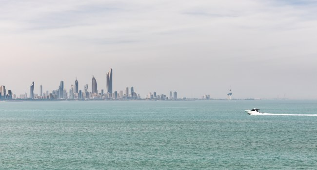 Клуб путешествий Павла Аксенова. Панорама Кувейта. Kuwait's coastline and skyline. Фото palinchak - Depositphotos