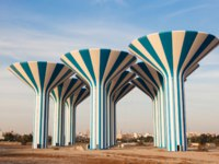 Клуб путешествий Павла Аксенова. Кувейт. Blue and white water towers in Kuwait, Middle East. Фото philipus - Depositphotos