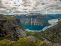 Блог Павла Аксенова. Норвегия. View of lake Ringedalsvatnet, Norway. Фото javarman - Depositphotos