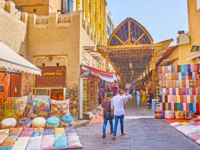 Explore Bur Dubai Grand Souq (bazaar, market), offering local handicrafts, cashmere scarfs, Arabic perfumes and spices in Dubai. Фото efesenko - Depositphotos
