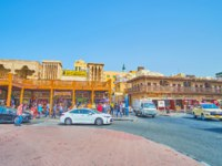 Grand Souq Deira neighborhood, occupying quarters with wooden galleries and adobe buildings with barjeel windcatchers in Dubai. Фото efesenko-Depositphotos