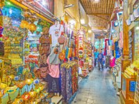 The cramped alleyway of Grand Souq Deira with wide range of Eastern souvenirs - Arabic lamps, perfumes, gilt statuettes, spices Dubai. Фото efesenko-Depositp