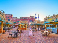 ОАЭ. Дубай. Всемирная деревня. The outdoor cafes in food court of Yemen pavilion of Global Village Dubai in Dubai. Фото efesenko - Depositphotos
