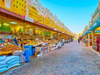 ОАЭ. Дубай. Всемирная деревня. The line of spice stalls in Yemen pavilion of Global Village Dubai with wide range of aroma Eastern spices in Dubai. Фото efesenko-Dep