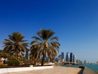 Катар. Доха. Набережная Корниш. Doha, Qatar The skyline of West Bay as seen from the Corniche. Фото S_James - Depositphotos