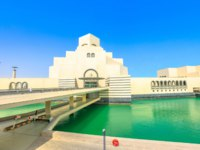 Катар. Доха. Музей исламского искусства. Modern architecture of Museum of Islamic Art, Mia Park near Corniche Doha Bay, Qatar. Фото bennymarty - Depositphotos
