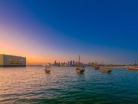Катар. Доха. Музей исламского искусства. Scenary seafront landscape of Doha Bay at twilight. Urban cityscape of Doha, Qatari capital. Фото bennymarty - Depositphotos
