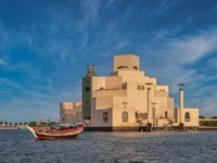 Катар. Доха. Музей исламского искусства. Museum of Islamic Art , Doha,Qatar in daylight exterior view. Фото Mabdelrazek - Depositphotos