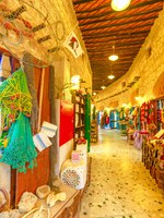 Катар. Доха. Рынок Сук-Вакиф. Inside Souq Waqif the old traditional market. Doha. Qatar. Фото bennymarty - Depositphotos