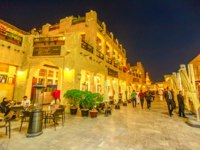 Катар. Доха. Рынок Сук-Вакиф. Souq Waqif Doha night. Qatar. Фото bennymarty - Depositphotos