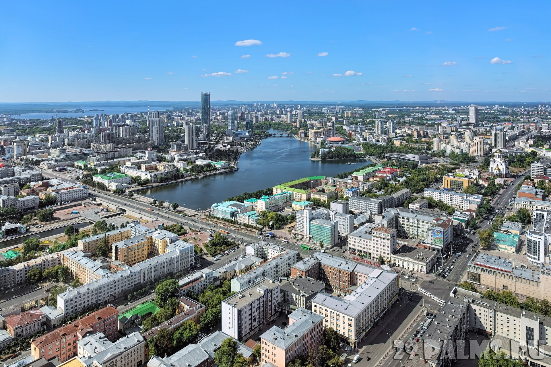 Россия. Панорама Екатеринбурга. View of Yekaterinburg from observation deck on skyscraper, Russia. Фото markovskiy - Depositphotos