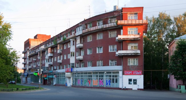 Золотое кольцо России. Architecture of the USSR period-House-to-ship, Russia. House-ship was built in 1934, it is an apartment house. Фото Jim_Filim-Depos