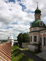 Переславль-Залесский. Горицкий Успенский монастырь. Russia, Yaroslavl region, Pereslavl. Goritskii Monastery Uspensky Cathedral and fortress wall. Фото Alesem - Depositphotos