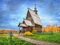 Золотое кольцо России. Плес. The Wooden Church of the Resurrection on Mount Levitan in Plyos and the sky in the autumn evening. Фото yulenochekk-Depositphotos