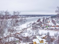 Золотое кольцо России. Плес. Winter View of the small town of Plyos on the banks of the Volga from the Cathedral Mountain. Фото IrinaDance - Depositphotos