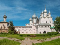 Россия. Ростовский кремль. Церковь Одигитрии. Towers, churches and cathedrals of the Kremlin in Rostov Veliky. Фото IrinaDance - Depositphotos