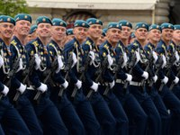 Курсанты рязанского училища ВДВ. Cadets of the Ryazan Airborne Command School during the dress rehearsal of the parade on Red Square. Фото Free2014-Deposit