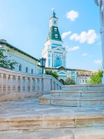 Сергиев Посад. The view on the Caliche Tower of St Sergius Trinity Lavra from the stone staircase, Sergiyev Posad, Russia. Фото efesenko - Depositphotos