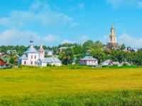 Суздаль. Suzdal is the city of hundreds of churches, their old belfries and domes dominate the skyline and rise from the greenery, Russia. Фото efesenko - Depositphotos