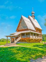 Золотое кольцо России. Суздаль. The juicy green lawn of Suzdal Kremlin became the new home for historic St Nicholas wooden church,Glotovo village. Фото efesenko-