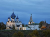 Золотое кольцо России. Суздаль. Beautiful view of the Suzdal Kremlin in night. Russia. Фото Lenorlux - Depositphotos