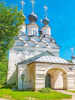 Лазаревская церковь. The summer church of St Lazarus with massive porch and many small onion domes, traditional for Russian Orthodox, Suzdal. Фото efesenko-Dep