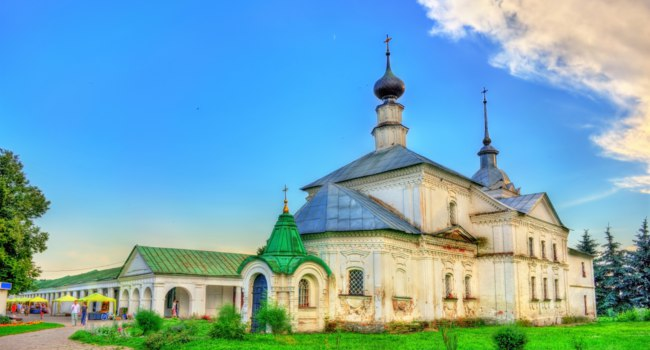 Суздаль. Кресто-Никольская церковь. The Holy Cross church of St Nicholas in Suzdal, the Golden Ring of Russia. Фото Leonid_Andronov - Depositphotos