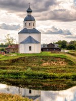 Суздаль. Церковь Ильи Пророка на Ивановой горе. Lonely abandoned old church in Suzdal, Golden Ring of Russia. Фото scaliger - Depositphotos