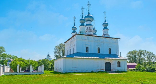 Суздаль. Петропавловская церковь. The summer church of St Peter and Paul, located next to the Main Gate of Intercession Monastery, Suzdal. Фото efesenko-Deposit
